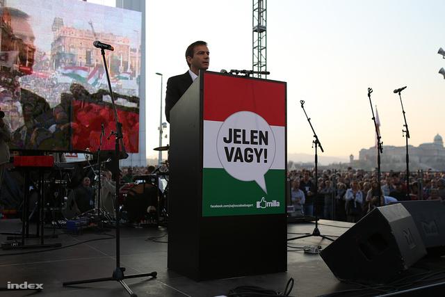 """""""2014 sorsforduló lesz"""" - indokolta a Milla demonstrációján a politikába való visszatérését Bajnai Gordon."""