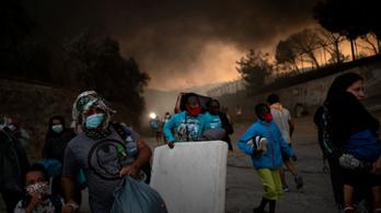 Több ezer ember kellett, hogy elhagyja otthonát Görögországban a bozóttüzek miatt