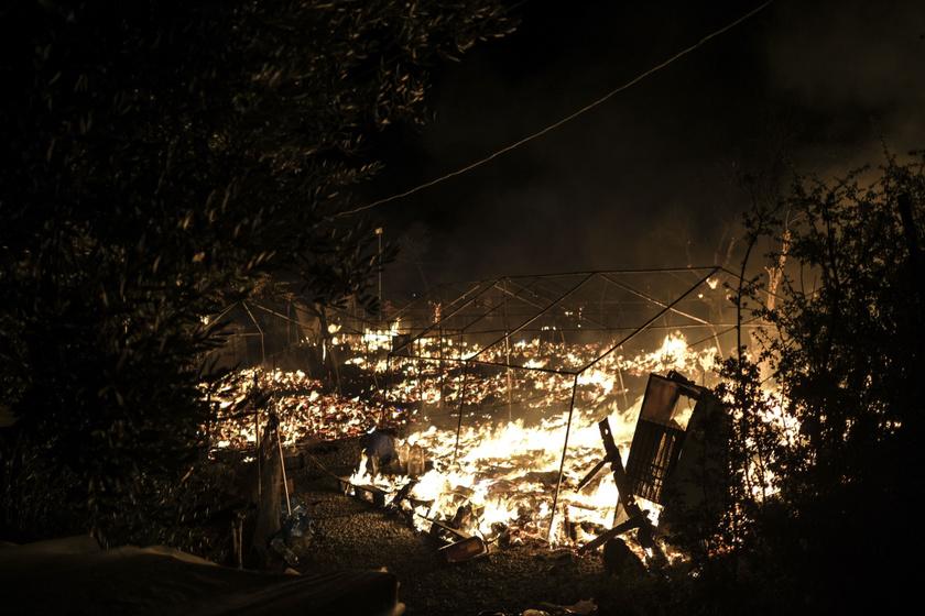 Óriási pusztítást végzett a tűz a Moria menekülttáborban, szinte az összes könnyűszerkezetes épület a földdel vált egyenlővé.
