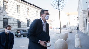 Ötvenezer forintos büntetést is kaphat Budapesten, aki nem visel maszkot