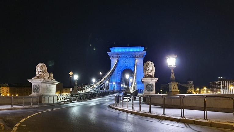 Kék fénybe borul Budapest, akcióznak a rendezvényszervezők