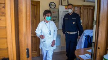 Huszonkilenc ember fertőződött meg koronavírussal a Kamaraerdei úti idősotthonban, egy beteg meghalt