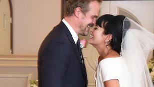 Összeházasodott Lily Allen és a Stranger Things Jim Hopperje