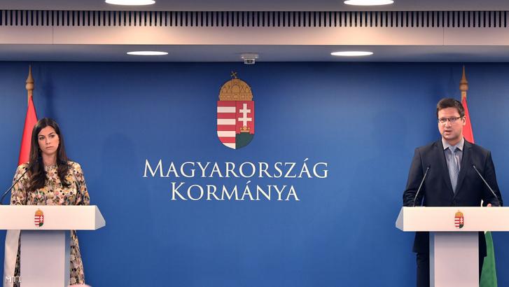 Gulyás Gergely a Miniszterelnökséget vezető miniszter és Szentkirályi Alexandra kormányszóvivő a Kormányinfó sajtótájékoztatón a Miniszterelnökségen 2020. szeptember 11-én.