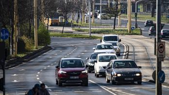 A gépjármű-felelősségbiztosítási díjtarifák felülvizsgálatára hív fel az MNB
