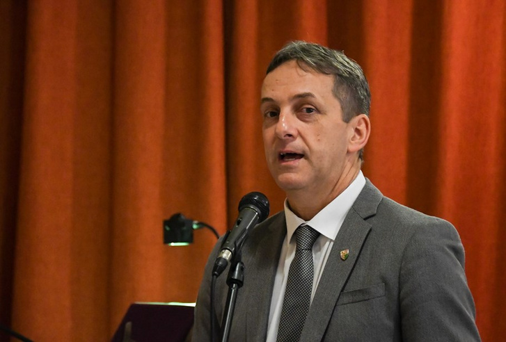 Tiltott pornográf felvételek miatt gyanúsítják a volt XVII. kerületi fideszes alpolgármestert
