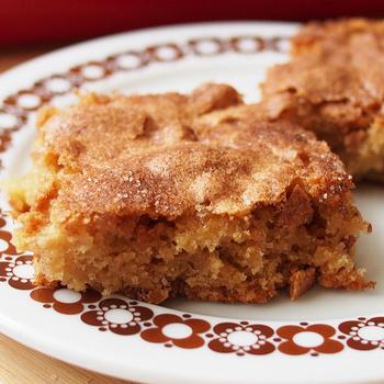 Egyszerű almás kevert sütemény – Nagyon szaftos és puha a tésztája
