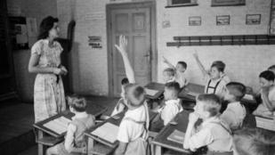 A körmöstől az iskolaőrökig: mi minden változott a nevelésben a középkor óta?