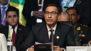 Alkotmányos vádeljárást indítottak a perui elnök ellen, aki a gyanú szerint akadályozott egy korrupciós vizsgálatot