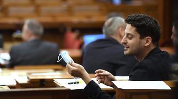 Koronavírusteszt nélkül ülnek be a parlamenti képviselők az őszi ülésszakra