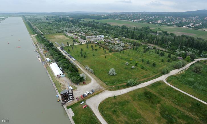 A Velencei-tó a Fejér megyei Sukorónál