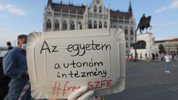 Rendhagyó tüntetést tartanak vasárnap az SZFE tanárai és diákjai