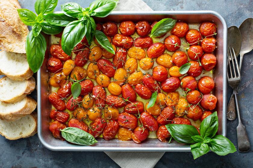 Házi sült paradicsom fűszeres olívaolajjal, bazsalikommal: csak a tepsibe kell tenni