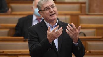Gyurcsány Ferenc: Miért kell 20-50 ezer forintot fizetni az embereknek, miközben az ő pénzükön vették meg a teszteket?