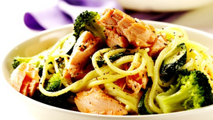 Hideg, tonhalas spagettisaláta – minél több friss zöldséget adj hozzá!