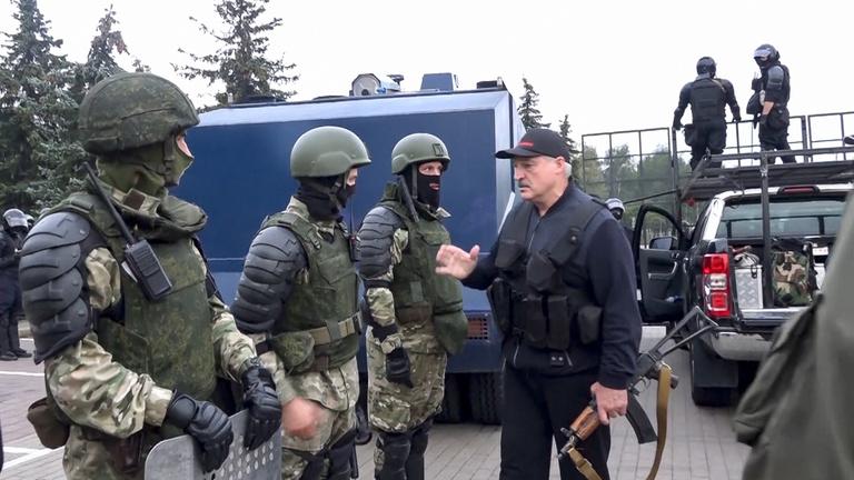 Hétfőtől orosz katonák gyakorlatoznak Fehéroroszországban