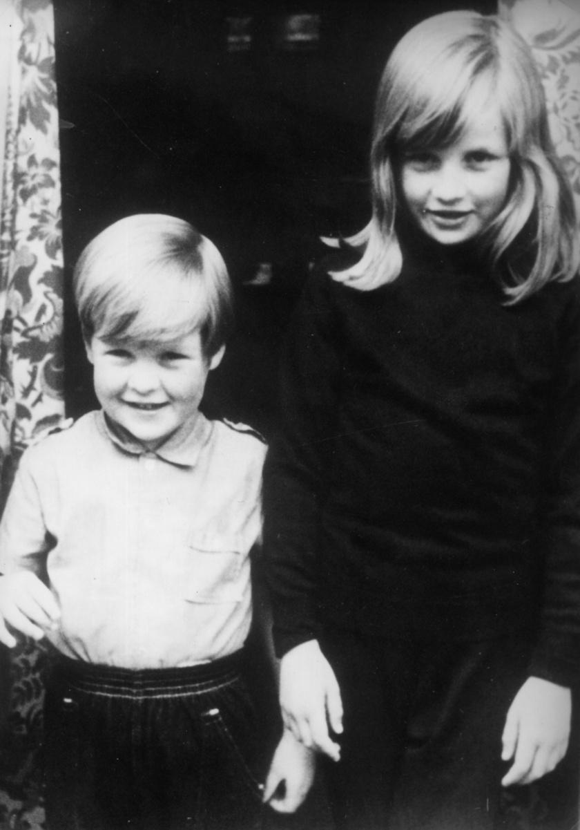 Diana és öccse, Charles.