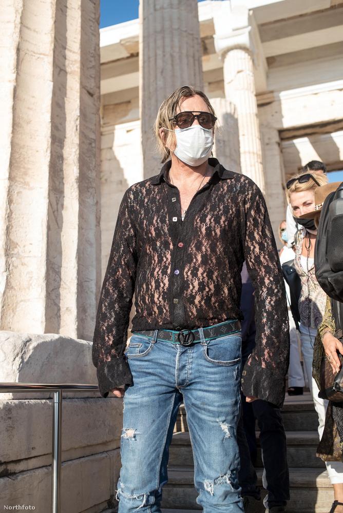 ...arról, milyen káprázatos öltözetet választott a színész a promófotózáshoz
