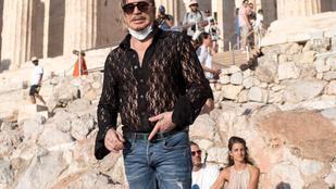 Mickey Rourke csipkeblúzban keménykedett az Akropolisznál