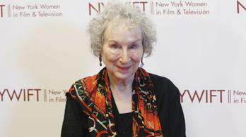 Életműdíjat kap Margaret Atwood