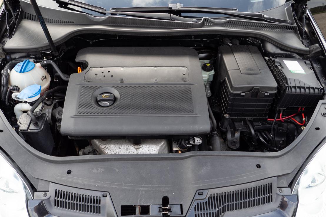 A motorválasztás nem könnyű kérdés a Volkswagennél. Ebből a korból talán az 1,4-es és 1,6-os benzines ajánlható, de nem a közvetlen befecskendezéses FSI-k