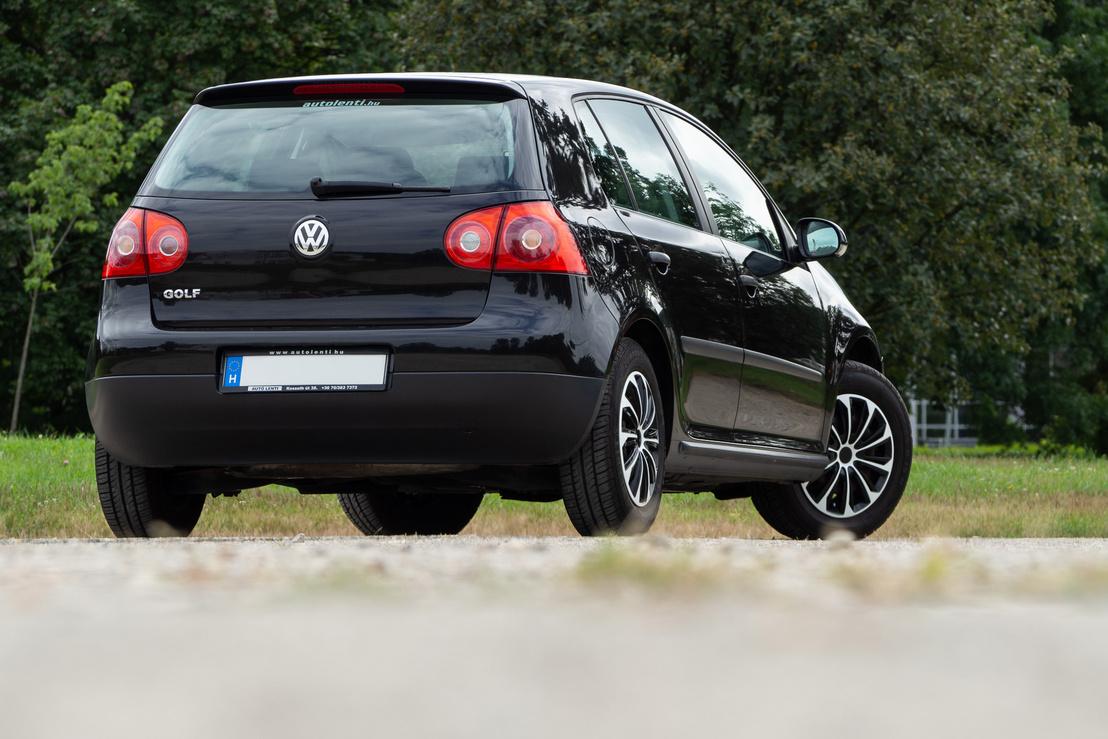 A hátsó VW-embléma egyben ajtónyitóként is üzemel