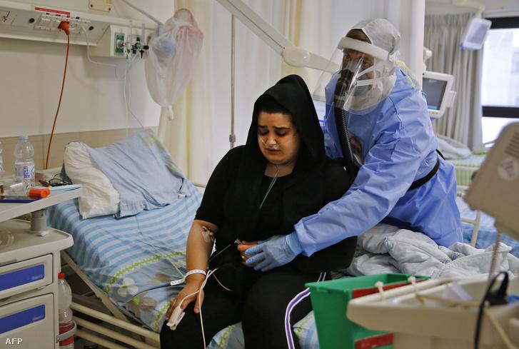 Koronavírusos beteget ápolnak a Meir Orvosi Központban Kfar Sabában 2020. szeptember 9-én
