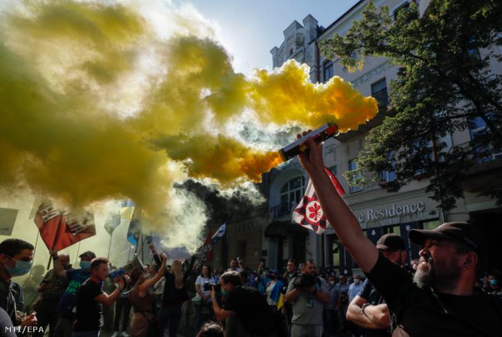 Kijev, 2020. szeptember 14. Tüntetők a kijevi parlament előtt