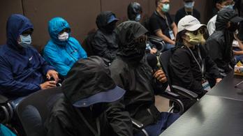 Tajvanra menekülő hongkongi aktivistákat fogtak el a kínai hatóságok