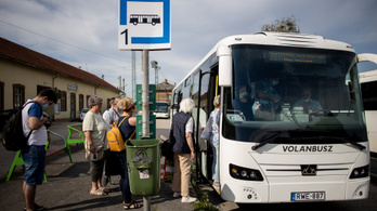 A Volánbusz és a MÁV is leszállítja a maszk nélkül utazókat