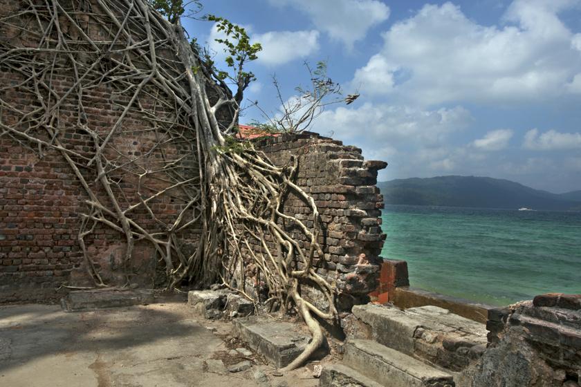 Szellemházakat rejtenek a meseszép szigetek: egykor virágzott bennük az élet