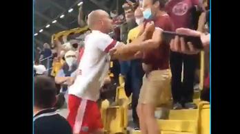 Balhé a meccs után: a lelátón teperte le az ellenfél szurkolóját a német játékos – videó
