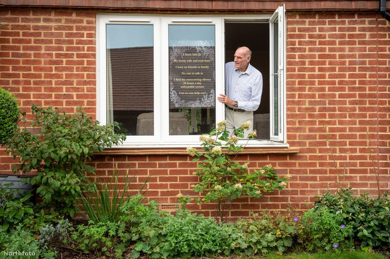 A 75 éves Tony Williams annyira szenved a magánytól, hogy a következő üzenetet tette ki az ablakába.