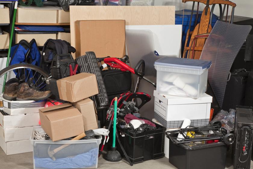 Amikor egyetlen lakó sajátítja ki a közös tárolót: mit lehet tenni, hogy kipakoljon?