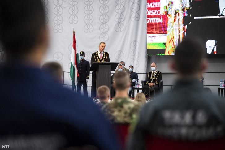 Koltay András rektor beszédet mond a Nemzeti Közszolgálati Egyetem (NKE) központi tanévnyitó rendezvényén a Ludovika Arénában 2020. szeptember 1-jén.