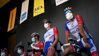 Tour de France: Negatív tesztek után minden csapat folytathatja