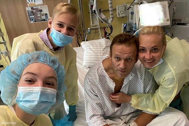 Alekszej Navalnij és családtagjai a berlini Charite kórházban 2020. szeptember 15-én