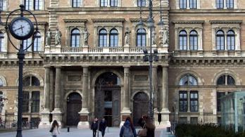 Roma női influenszereket képez a Corvinus