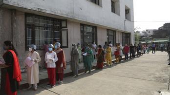 Indiában már ötmillió felett jár a koronavírus-fertőzöttek száma