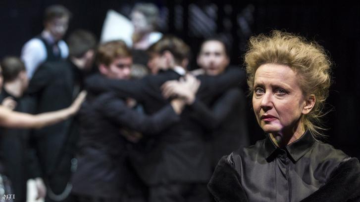Eszenyi Enikő (j) Erzsébet szerepében William Shakespeare III. Richárd című drámájának próbáján a Nemzeti Színház Gobbi Hilda Színpadán 2017. január 9-én. A darabot ifj. Vidnyánszky Attila rendezésében 2017. január 10-én mutatták be