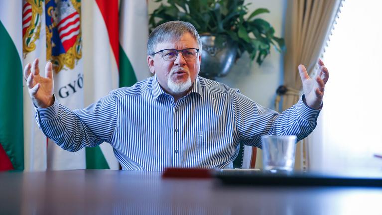 Győr új polgármestere az Indexnek: Borkairól, csontvázakról, sunnyogásról és fociról