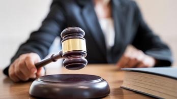 Huszonhárom ember ellen emeltek vádat munkáltatói igazolás hamisítása miatt