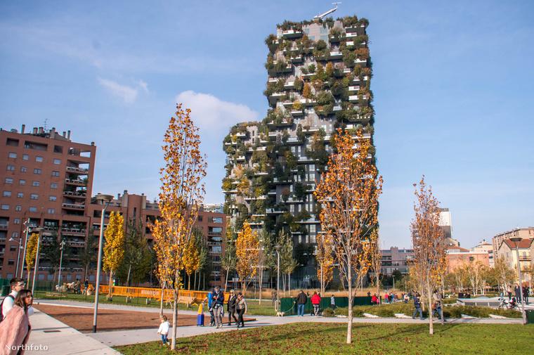 A milánói Bosco Verticale nemcsak szép, de környezetbarát és lakói által megbecsült épület, amire körülbelül 21 ezer növényt ültettek.