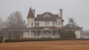 Ebben a viktoriánus házban ravatalozó működött, de most elhagyatottan áll