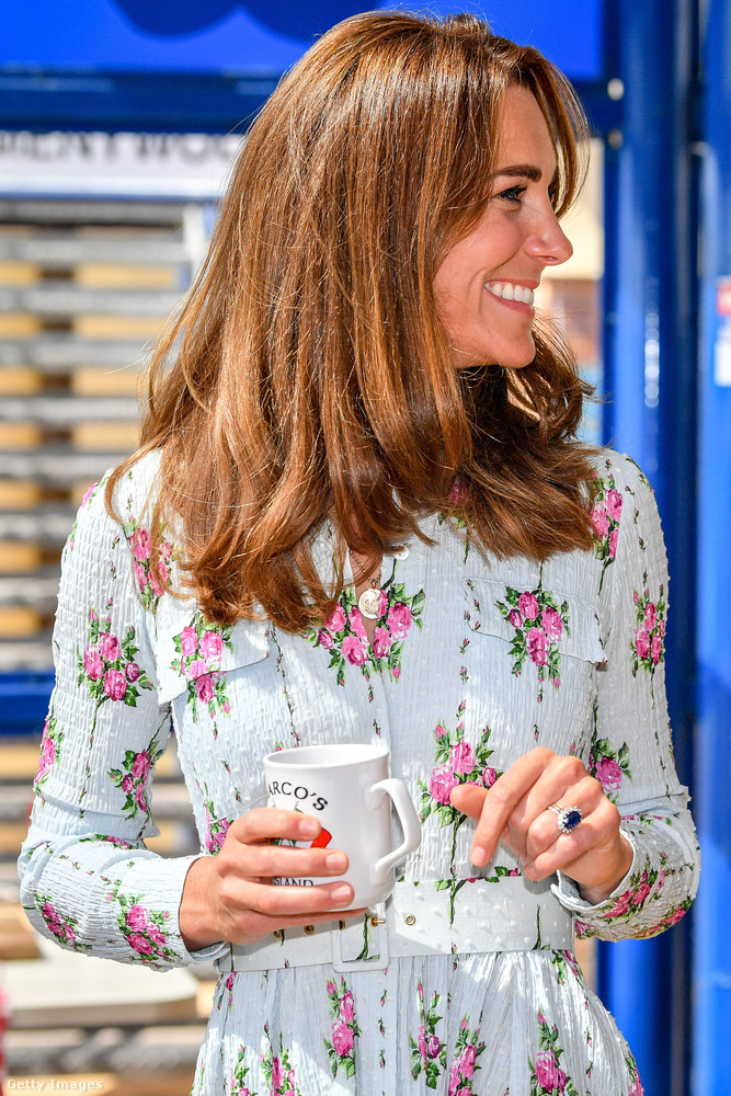 Katalin pedig bebizonyította, hogy virágmintás dresszei tárháza kifogyhatatlan