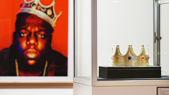 180 millió forintért kelt el Notorius B.I.G. műanyag koronája