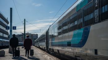Újabb tíz regionális vasútvonalon állítja vissza az eredeti menetrendet a MÁV és a GYSEV