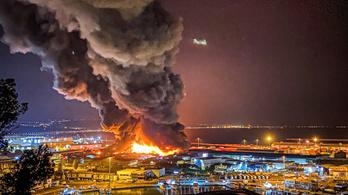 Egy robbanás után hatalmas tűz ütött ki Ancona kikötőjében