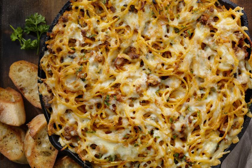 Tepsiben sült bolognai spagetti: így még finomabb, mint az eredeti