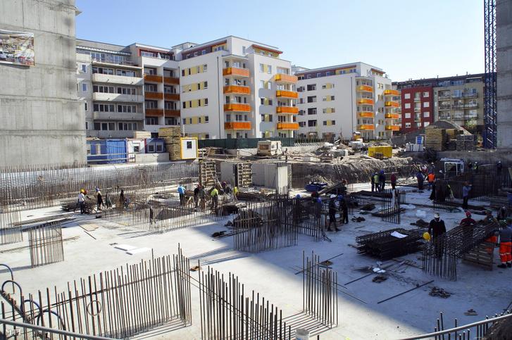 Építkezés a XIII. kerület Reitter Ferenc utca és Szegedi út keresztezõdésében
